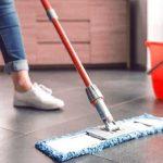 vaskebøtte og mopp til vårrengjøring