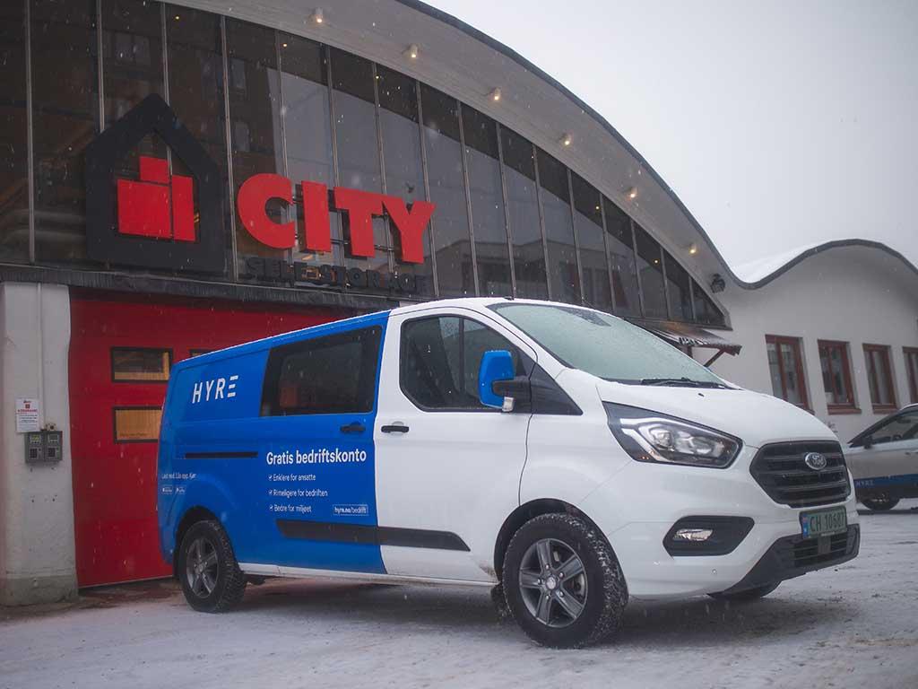 Det er nå mulig å leie varebil gjennom Hyre utenfor flere av City Self-Storage sine minilager.